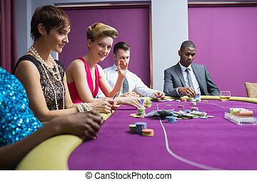 люди, сидящий, в, , казино, таблица, улыбается