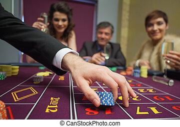 люди, сидящий, в, , таблица, placing, bets