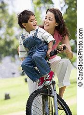 мальчик, женщина, молодой, велосипед, на открытом воздухе,...