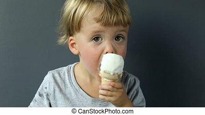 мальчик, очаровательный, принимать пищу, конус, ice-cream