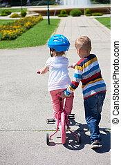 мальчик, and, девушка, в, парк, learning, к, поездка, байк