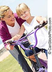 мама, обучение, немного, девушка, велосипед