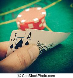 марочный, туз, of, spades, and, блэк джек, with, красный, покер, чипсы, в, , background.