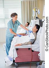 медсестра, покрытие, пациент, undergoing, почечный, диализ,...
