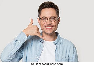 меня, показать, вызов, улыбается, glasses, кавказец, жест, человек