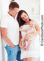 милый, младенец, семья, детка, портрет, улыбается, девушка, счастливый
