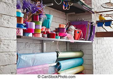 многоцветный, rolls, with, ribbons, на, , shelves