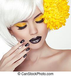 мода, блондин, модель, девушка, портрет, with, модный, короткая, волосы, стиль, черный, составить, and, manicure., черный, nails, полировка, and, lipstick., женщина, makeup., haircut.