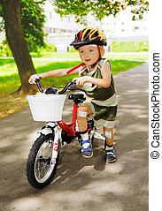 молодой, дитя, with, пострадавший, колени, является, learning, к, поездка, байк
