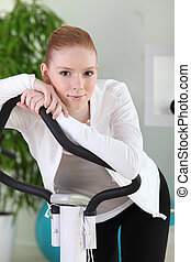 молодой, женщина, с помощью, упражнение, машина