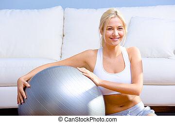 молодой, женщина, with, упражнение, мяч