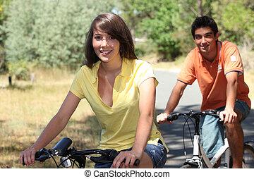 молодой, пара, на, велосипед, поездка
