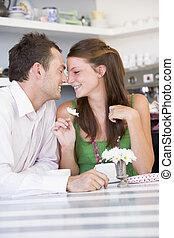 , молодой, пара, enjoying, чай, вместе