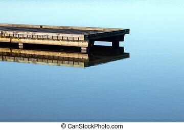 мол, озеро