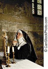 монахиня, алтарь