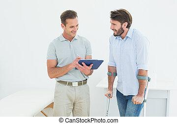 мужской, терапевт, discussing, отчеты, with, , отключен, пациент