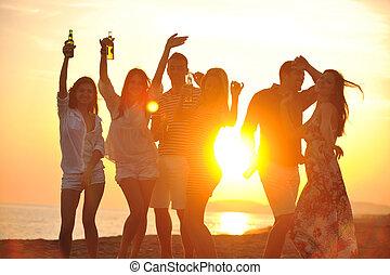 наслаждаться, лето, группа, люди, молодой, вечеринка, пляж