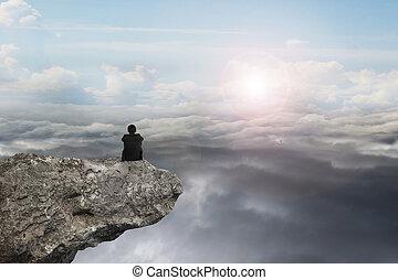 натуральный, сидящий, небо, дневной свет, cloudscap, бизнесмен, утес