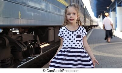немного, девушка, возле, поезд