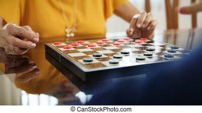 немного, женщина, пожилой, игра, доска, девушка, playing