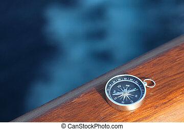 немного, круиз, компас, на, деревянный, рельс, море, на,...