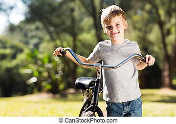 немного, мальчик, велосипед, гулять пешком