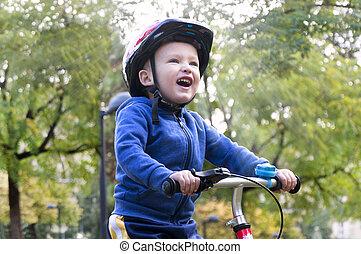 немного, мальчик, верховая езда, байк