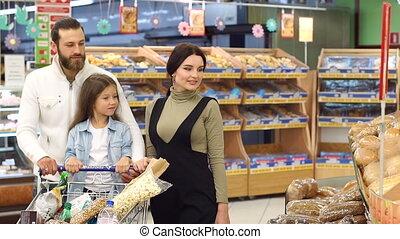 немного, семья, питание, полка, store., picking, счастливый, девушка, хлеб