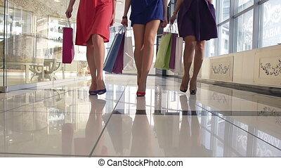 ноги, of, shoppers