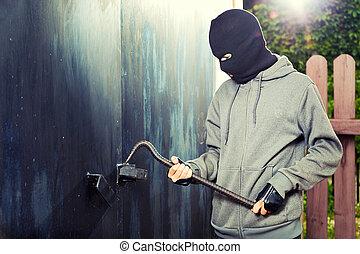 ночь, кража со взломом, гараж, дверь