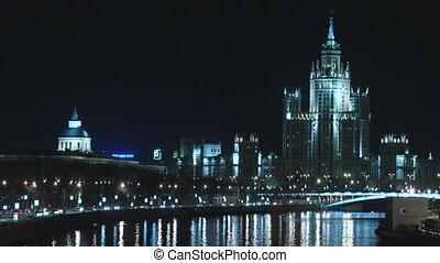 ночь, трафик, возле, исторический, здание, with, зеркало