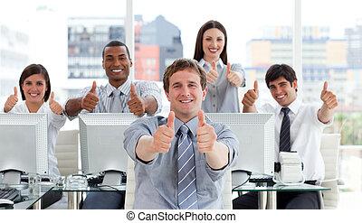 оживленный, бизнес, люди, with, thumbs, вверх