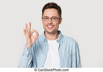 ок, показать, isolated, знак, студия, улыбается, glasses, человек