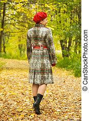 осень, гулять пешком, пожилой, женщина