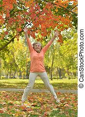 осень, женщина, парк, пожилой, счастливый