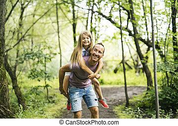 отец, giving, his, дочь, , комбинированный, поездка, having, весело