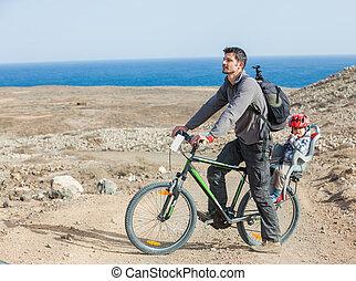 отец, with, his, сын, на, велосипед