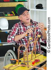 отключен, мастерская, инвалидная коляска, middle-age, работник