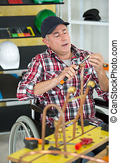 отключен, middle-age, работник, в, инвалидная коляска, в, , мастерская