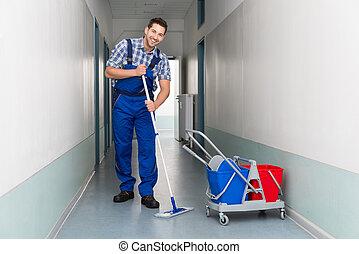 офис, метла, работник, уборка, коридор, мужской, счастливый