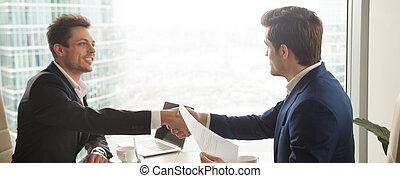 офис, сидящий, образ, современное, businessmen, костюм, горизонтальный, handshaking