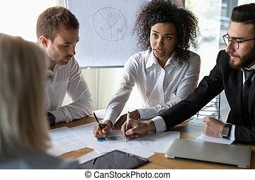 оформление документации, финансовый, брифинг, discussing, multiethnic, colleagues