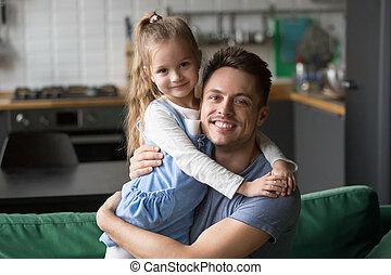 папа, дочь, в обнимку, ищу, камера, портрет, счастливый, ...