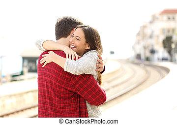 пара, в обнимку, счастливый, в, поезд, станция