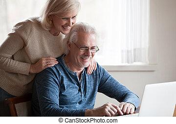 пара, ищу, экран, улыбается, aged, портативный компьютер, счастливый