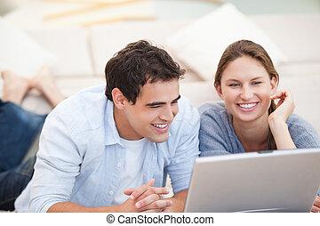 пара, компьютер, молодой, наблюдение