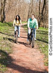 пара, на, велосипед, на открытом воздухе