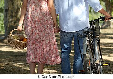пара, на, велосипед, поездка, having, пикник