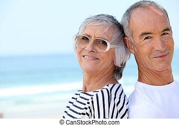 пара, пляж, пожилой, вместе