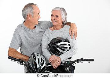 пара, пожилой, их, bikes, вместе, верховая езда